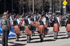 Le défilé 14 de jour de tartan de 2015 NYC Images stock