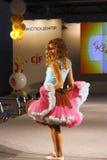 Le défilé de mode 2012 des enfants Images stock