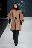 Le défilé de mode Pierre Cardin dans la semaine de mode de Moscou avec amour pour la Russie le 22 mars 2016 Photo libre de droits