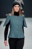 Le défilé de mode Pierre Cardin dans la semaine de mode de Moscou avec amour pour la Russie le 22 mars 2016 Photos stock
