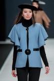 Le défilé de mode Pierre Cardin dans la semaine de mode de Moscou avec amour pour la Russie le 22 mars 2016 Images libres de droits