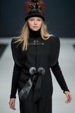 Le défilé de mode Pierre Cardin dans la semaine de mode de Moscou avec amour pour la Russie le 22 mars 2016 Photo stock
