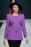 Le défilé de mode Pierre Cardin dans la semaine de mode de Moscou avec amour pour la Russie le 22 mars 2016 Image libre de droits