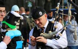 Le défilé de St Patrick - joueur de cornemuse Photo stock