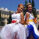 Le défilé des jeunes mariées Photo libre de droits