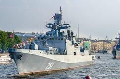 Le défilé des navires de guerre en rivière de Neva Photographie stock