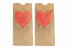 Le déjeuner de papier de deux Brown met en sac avec le coeur et je t'aime Photo libre de droits