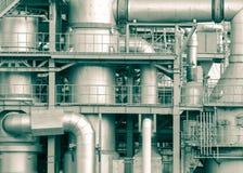 Le détail d'usine de raffinerie de pétrole dans le ton de vintage éditent Photo stock