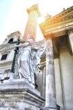 Le détail de l'église du ` s de St Charles, un ange avec des ailes écarte une croix à Vienne, Autriche, l'Europe photographie stock libre de droits