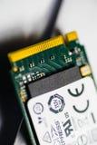 Le détail du PCIE NVME jeûnent des goupilles de tonnelier de connecteur de disque transistorisé Photos libres de droits