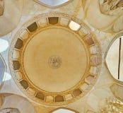 Le dôme blanc de la mosquée d'Agha Bozorg, Kashan, Iran photos libres de droits
