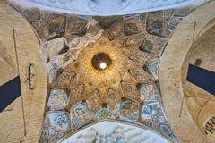 Le dôme stellaire dans le bazar grand de Kerman, Iran photo libre de droits