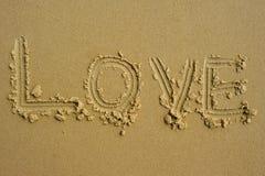 Le ` d'amour de ` de mot écrit dans le sable Photos libres de droits