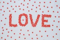 Le ` d'AMOUR de ` de mot fait à partir de la sucrerie rouge de coeur Photos libres de droits