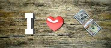 Le ` d'argent d'amour du ` I d'inscription sur un fond en bois Photos stock