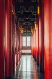 Le dôme coloré et les colonnes rouges à Nanjing Yuejianglou dominent (tour de guet de rivière) Photo stock