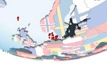 Le Danemark avec le drapeau sur le globe illustration stock