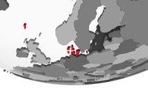 Le Danemark avec le drapeau sur le globe illustration libre de droits