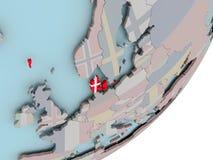 Le Danemark sur le globe avec des drapeaux Image stock
