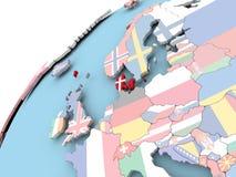 Le Danemark sur le globe avec le drapeau Image libre de droits