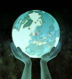 Le Danemark sur le globe bleu dans des mains illustration stock