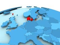 Le Danemark sur le globe politique bleu Photo stock