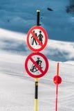 Le danger chante sur la station de sports d'hiver d'hiver Images libres de droits