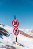 Le danger chante sur la station de sports d'hiver d'hiver Photographie stock