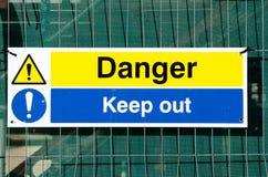 Le danger empêchent d'entrer le signe photographie stock