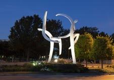 Le ` danse avec le ` en acier par Jerry Daniel, entrée principale, Hall Park, Frisco, le Texas Photographie stock libre de droits