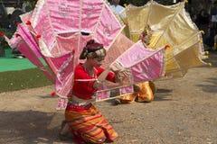 Le danseur exécutent la danse thaïlandaise traditionnelle Photo libre de droits