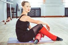 Le danseur fait l'échauffement images libres de droits