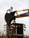 Le danseur français Philippe Priasso exécute avec l'excavatrice Images libres de droits