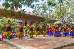Le danze popolari di Uttarakhand con musica folk legano compreso le forme come Chancheri, ballo di ballo di Chhapeli ECR, Chennai Fotografie Stock Libere da Diritti