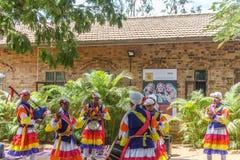 Le danze popolari di Uttarakhand con musica folk legano compreso le forme come Chancheri, ballo di ballo di Chhapeli ECR, Chennai Fotografie Stock