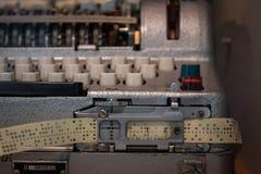 Le de bande paerforée perforé d'un vieux dispositif Photos libres de droits