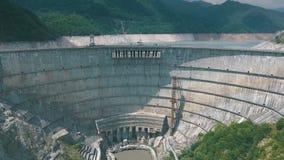 Le ` de barrage d'Inguri de ` est un barrage hydro-électrique sur la rivière d'Inguri en Géorgie banque de vidéos