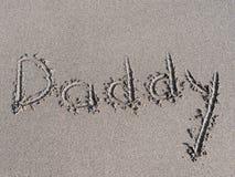 le ` de papa de ` est écrit sur le sable Photo libre de droits