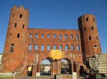 Le ` de Porta Palatina de ` de Roman Gate avec la saison des vacances décorant, Turin, Italie Photo libre de droits