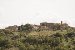 Le ` de vallon de Castelnuovo de fraction diminuent la municipalité du ` de vallon de Castelnuovo de fraction de Montalcino dimin Photographie stock libre de droits
