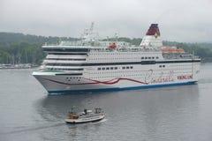 Le ` de Viking Cinderella de ` de ferry de mer de croisière entre dans le port de Stockholm Photo libre de droits