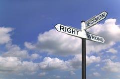 Le decisioni firmano dentro il cielo Fotografia Stock