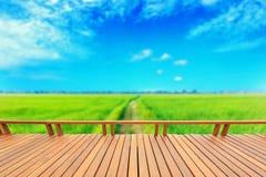 Le decking ou le plancher et le riz en bois mettent en place en Thaïlande images libres de droits