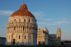 Le dei Miracoli de Piazza au coucher du soleil, Pise Image stock