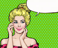 Le den blonda flickan i stil för popkonst Flicka för popkonst Etikett för tetidtappning vektor för illustration för hälsning för  Arkivbild
