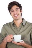 Le den hållande koppen kaffe för man Royaltyfri Fotografi