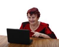 Le den höga kvinnan med bärbara datorn royaltyfri fotografi