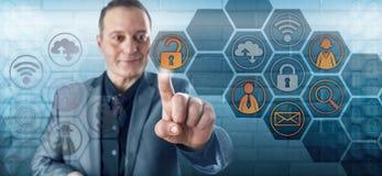 Le den lyckliga affärsmannen Unlocking Data Access Royaltyfria Bilder
