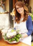 Le den mogna kvinnablomsterhandlaren Small Business Flower shoppa ägaren Royaltyfria Foton