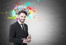Le den skäggiga affärsmannen, hjärnan och kuggar fotografering för bildbyråer